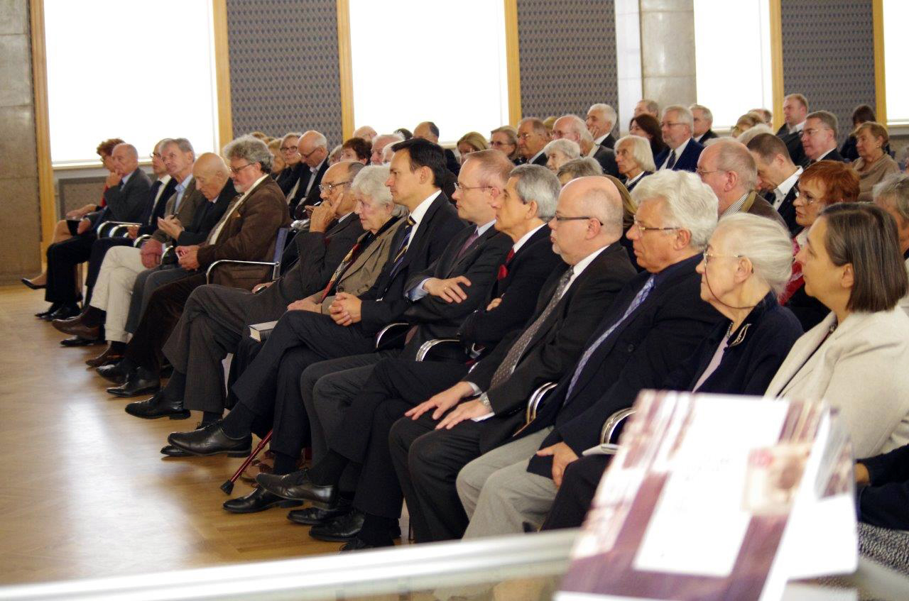 The audience at the event which included (from center to right) the daughter of Maria Skarżyński, daughter of Kazimierz, Jacek Cichocki, Head of the Chancellery of the Prime Minister, Dr. Łukasz Kamiński, President of the Institute of National Remembrance and Dr. Władysław Stępniak, General Director of the State Archives of Poland (photo courtesy of The Head Office of the State Archives, Warsaw, Poland, M. Jurgo-Puszcz)