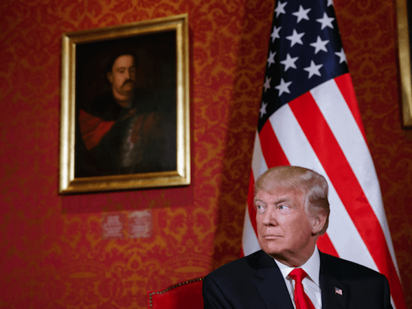 Donald Trump next to a portrait of Jan III Sobieski